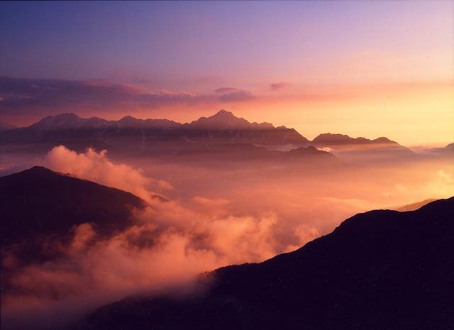 白馬(唐松岳より見る剣岳)