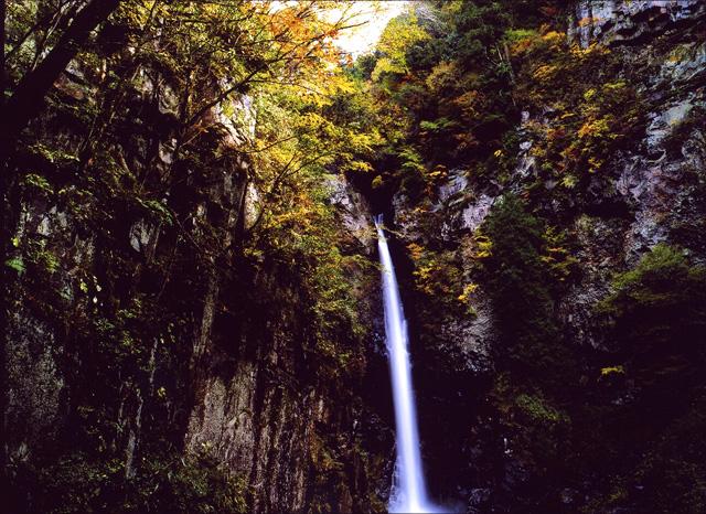 巌立(がんだて)峡 根尾の滝