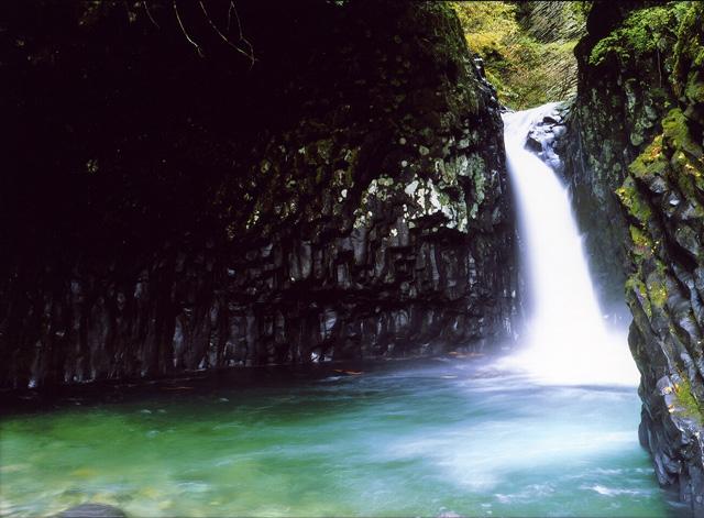 巌立(がんだて)峡  唐谷滝